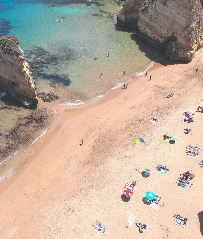 Um dos motivos para morar em portugal são suas praias na zona de Algarve